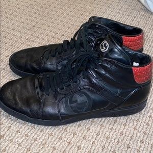Gucci's men's black leather sneakers